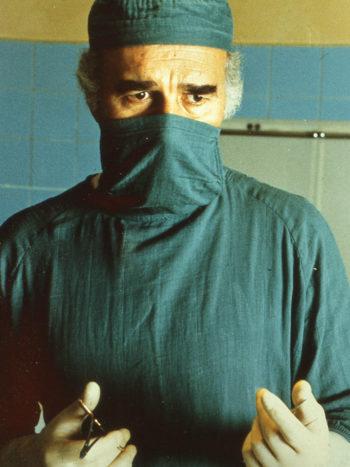 7 morts sur ordonnance, un film de Jacques Rouffio
